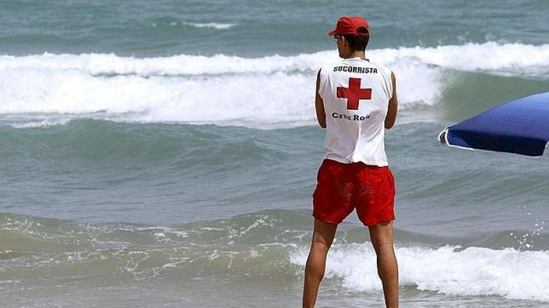 <span style='color:#780948'>ARCHIVED</span> - Off-duty lifeguard rescues three bathers in La Manga