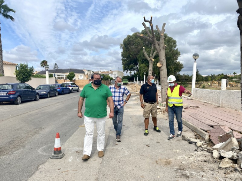 <span style='color:#780948'>ARCHIVED</span> - Road and pavement resurfacing begins on urbanisation in Orihuela Costa