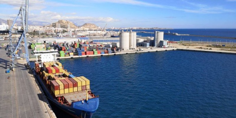 <span style='color:#780948'>ARCHIVED</span> - 17 crew on cargo ship docked in Alicante port test positive for Covid