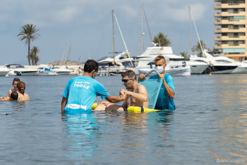 Assisted bathing services finally available on three Cartagena beaches
