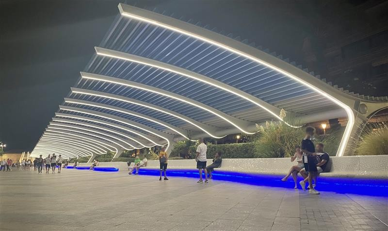 <span style='color:#780948'>ARCHIVED</span> - Central promenade in Torrevieja dazzles with new lighting