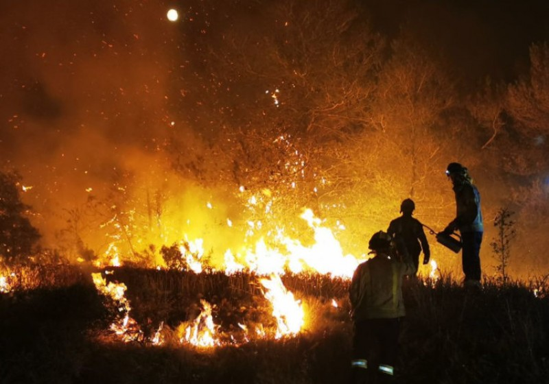 <span style='color:#780948'>ARCHIVED</span> - Efforts continue to bring raging wildfire under control in Tarragona and Barcelona