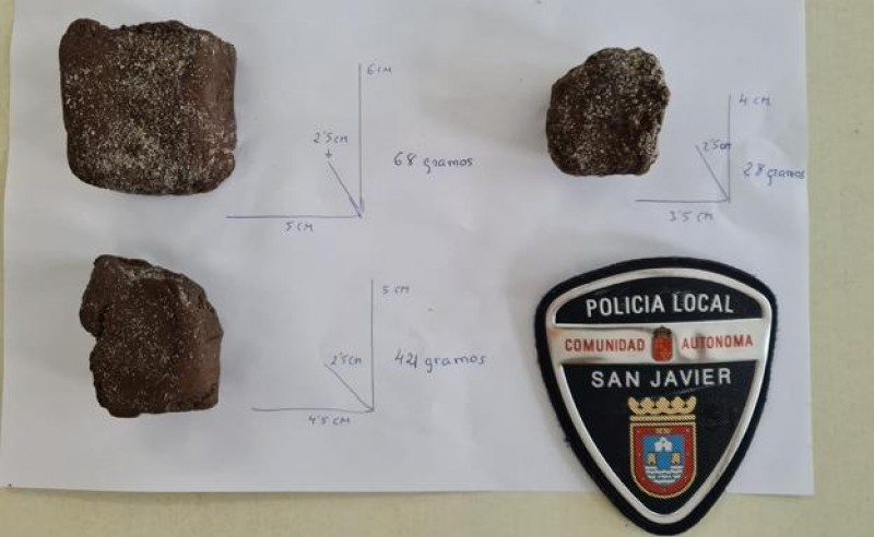 La Manga beachgoer finds several pieces of hashish washed up on the shore