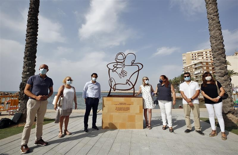 <span style='color:#780948'>ARCHIVED</span> - Torrevieja unveils sculpture in tribute to Covid victims