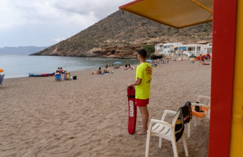 <span style='color:#780948'>ARCHIVED</span> - Seventeen yellow flags for caution on beaches in Murcia this Tuesday