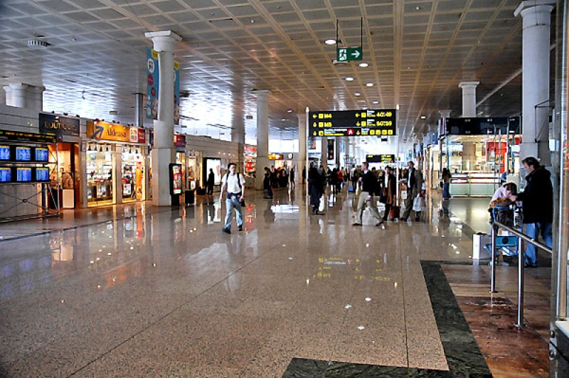<span style='color:#780948'>ARCHIVED</span> - Widespread criticism of plans to expand Barcelona airport