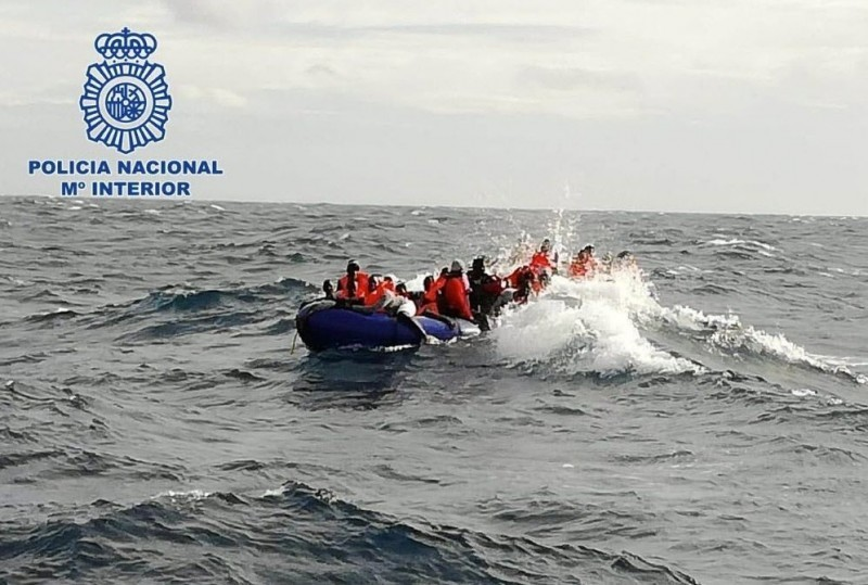 <span style='color:#780948'>ARCHIVED</span> - 16 irregular immigrants rescued from adrift boat off Almeria coast