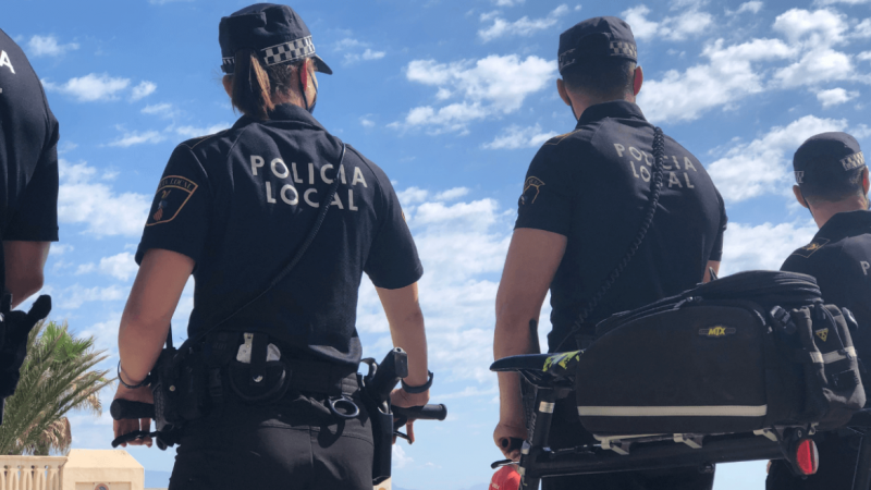 <span style='color:#780948'>ARCHIVED</span> - Stalker arrested for harassing and secretly filming woman on Elche beach