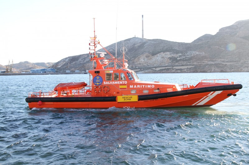 <span style='color:#780948'>ARCHIVED</span> - Three people rescued from kayak after sailing towards the Strait of Gibraltar