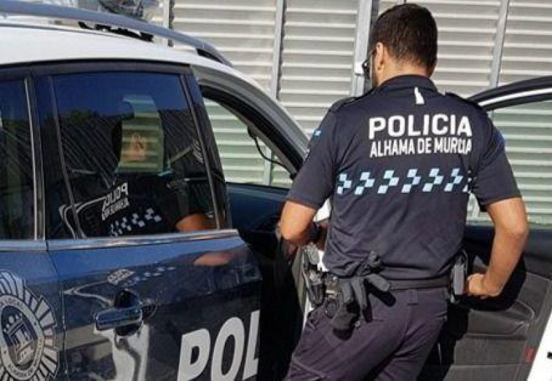 Naked man arrested after running amok in Alhama de Murcia