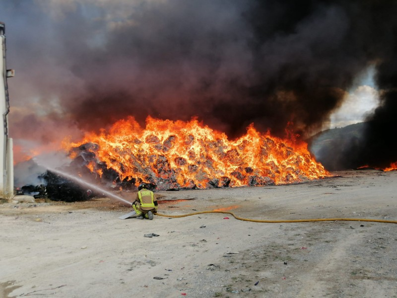 <span style='color:#780948'>ARCHIVED</span> - Major fire in Cehegin textile processing warehouse