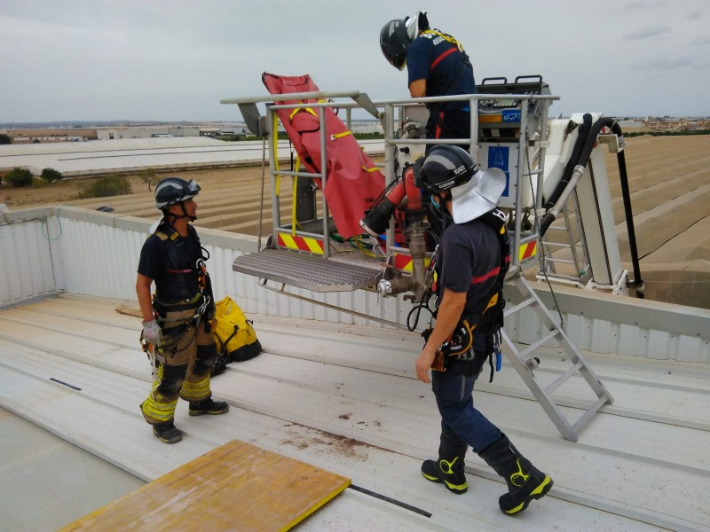 <span style='color:#780948'>ARCHIVED</span> - Two workers hospitalised during accident installing solar panels in San Javier