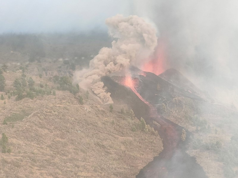 <span style='color:#780948'>ARCHIVED</span> - Volcano erupts in Canary Islands, Spain