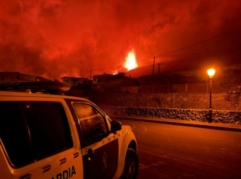 <span style='color:#780948'>ARCHIVED</span> - Volcano deniers appear on social media questioning La Palma eruption