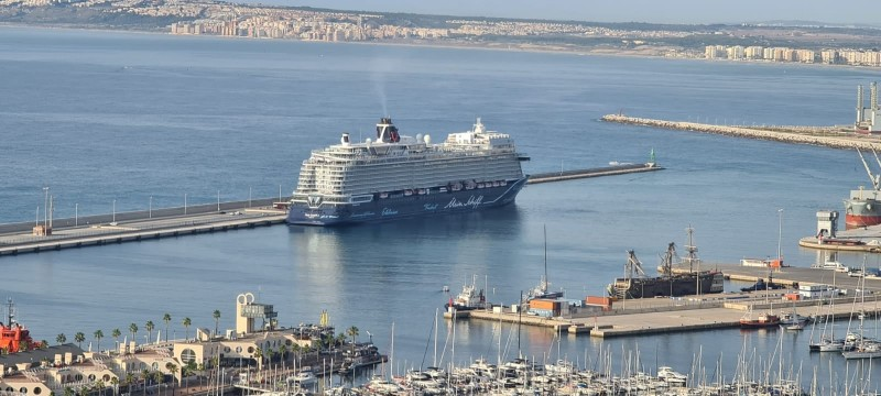 <span style='color:#780948'>ARCHIVED</span> - Alicante Port set to sail past pre-pandemic cruise tourism figures