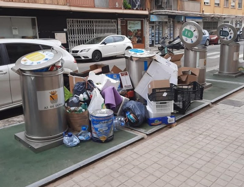 <span style='color:#780948'>ARCHIVED</span> - Overflowing bins remain an eyesore in Denia
