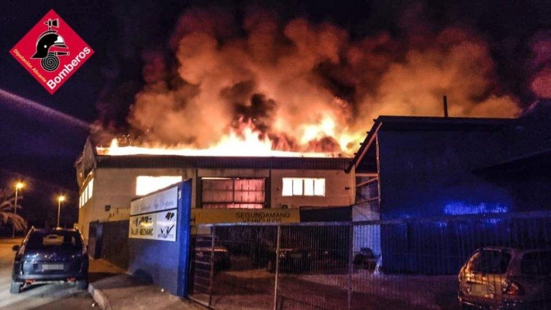Spectacular industrial blaze at factory in Catral