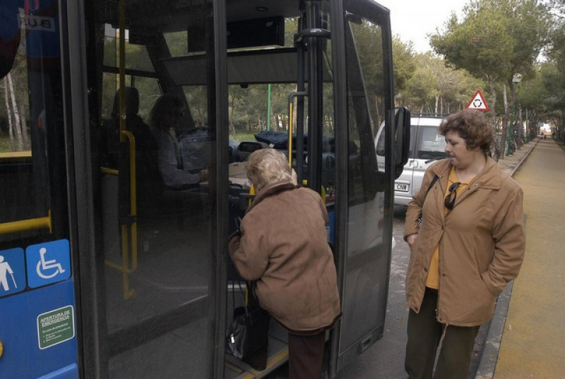 New direct bus connections between San Javier hospital and Mar Menor towns