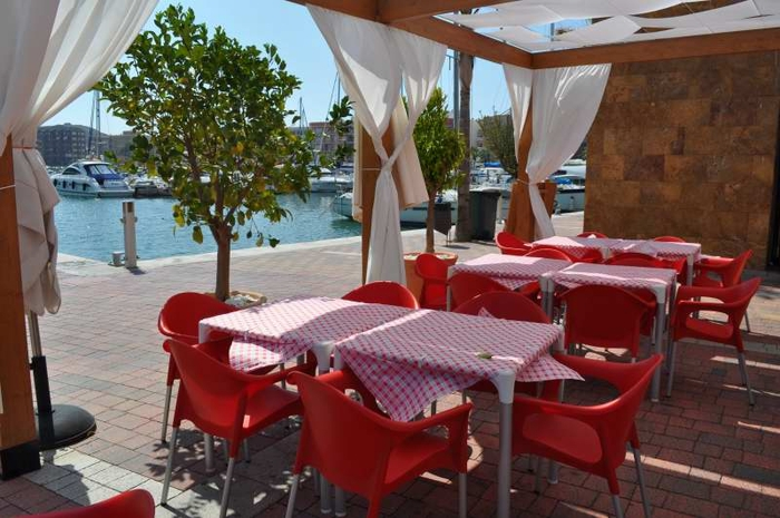8 euro lunchtime pizza offer, Mamma Mia's Puerto de Mazarron