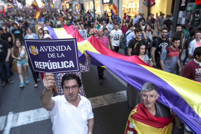 <span style='color:#780948'>ARCHIVED</span> - Demonstrators call for a third Republic in Murcia