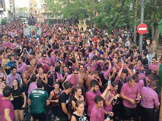 <span style='color:#780948'>ARCHIVED</span> - Cabalgata de Vino in Jumilla attracts thousands of revellers