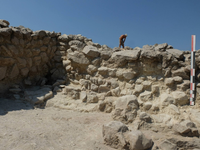 La Almoloya Argaric site at Pliego contains early government buildings