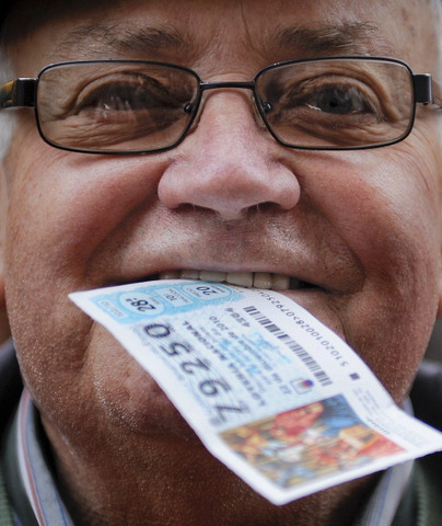 <span style='color:#780948'>ARCHIVED</span> - Murcians forecast to spend 91 million euros on El Gordo lottery draw