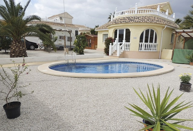 149,950€ detached Neptuno style villa with approximately 118m2 Camposol