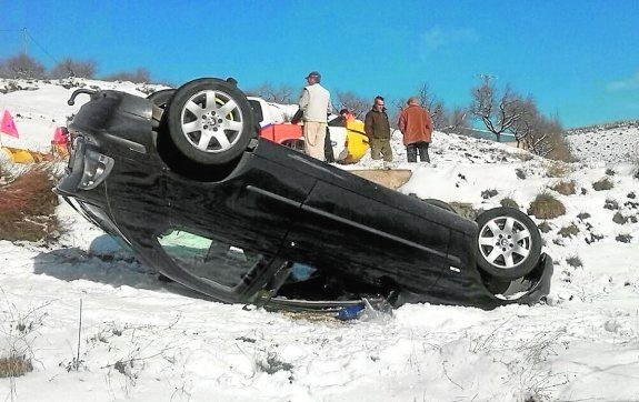 <span style='color:#780948'>ARCHIVED</span> - Accidents and traffic jams as Murcianos flock to see the snow