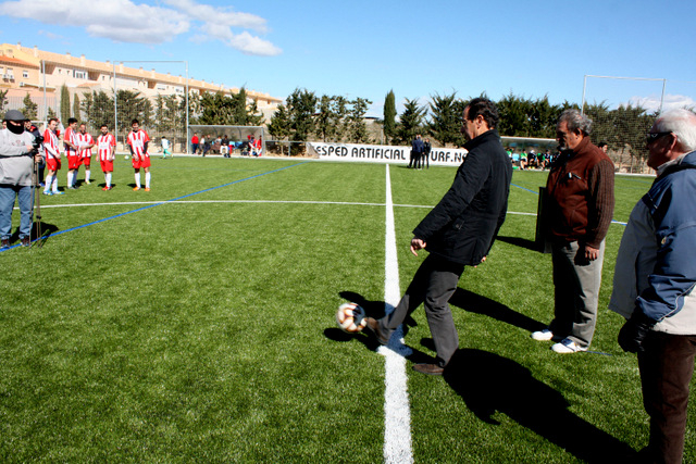 <span style='color:#780948'>ARCHIVED</span> - Dusty days are over: New artificial grass football pitch for Corvera