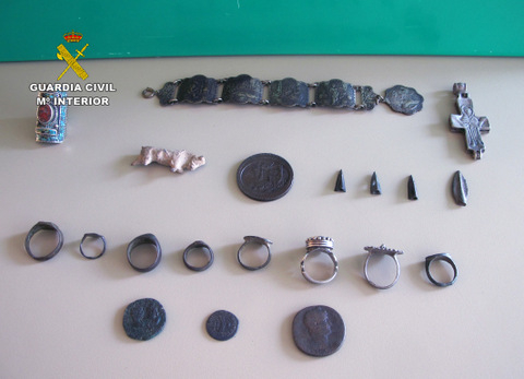 <span style='color:#780948'>ARCHIVED</span> - Metal detector charged with selling artifacts from Murcia via internet