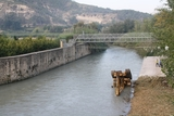 Mechanical digger falls into the river in Cieza