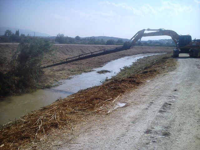 <span style='color:#780948'>ARCHIVED</span> - River Mula cleared to reduce flooding risk