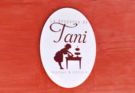 Tani the Totana boutique cafeteria for tea, coffee, pastries or cakes