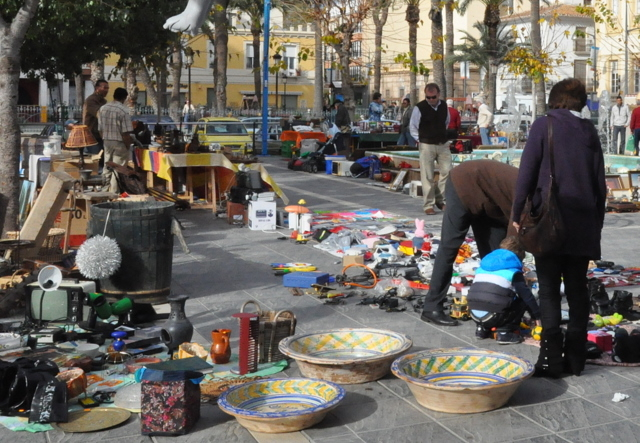 Every Sunday Antiques and collectables market in ��guilas