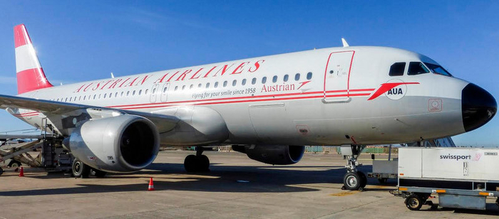 San Javier airport welcomes Austrian plane with retro livery
