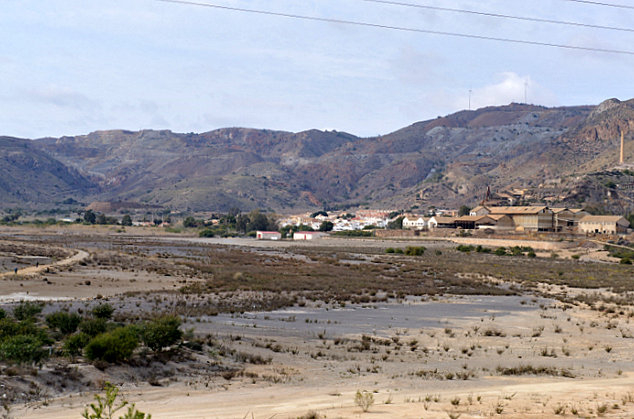 <span style='color:#780948'>ARCHIVED</span> - Scientists report that the Portman Bay landfill is still toxic