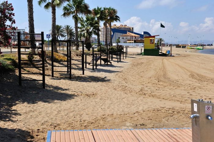 Playa Mistral, a no smoking beach in San Javier at the northern end of La Manga del Mar Menor