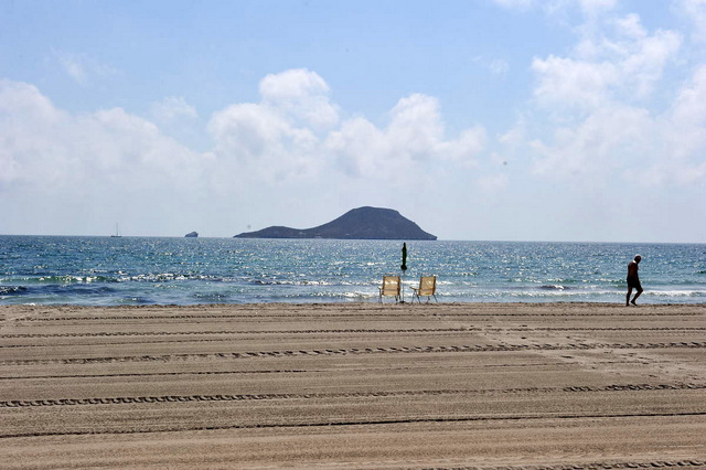 Playa Estacio, a long Mediterranean beach in the San Javier section of La Manga