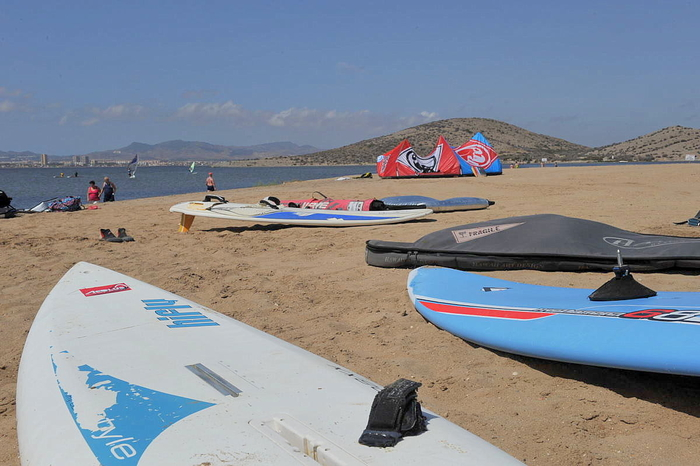 Sporting beaches La Manga: Kitesurfing, windsurfing, watersports tuition and equipment hire