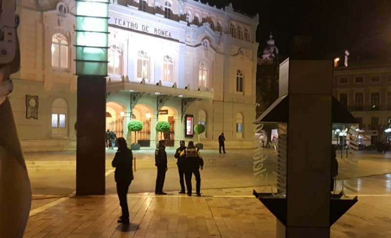 <span style='color:#780948'>ARCHIVED</span> - Bomb scare in the Plaza Romea in Murcia