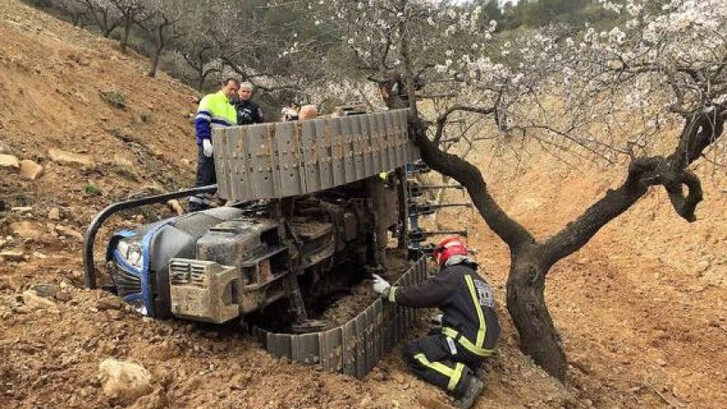 <span style='color:#780948'>ARCHIVED</span> - Lorca man dies in tractor accident