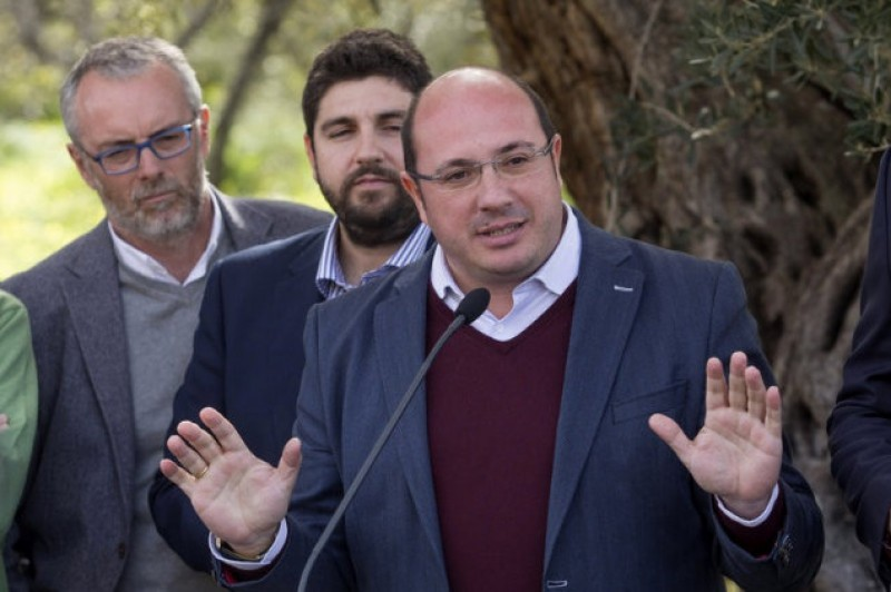 <span style='color:#780948'>ARCHIVED</span> - Resignation pressure mounts on Murcia president