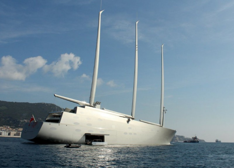 <span style='color:#780948'>ARCHIVED</span> - Cartagena welcomes one of the largest yachts in the world
