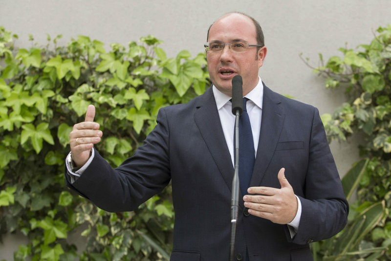 <span style='color:#780948'>ARCHIVED</span> - Murcia president stands firm