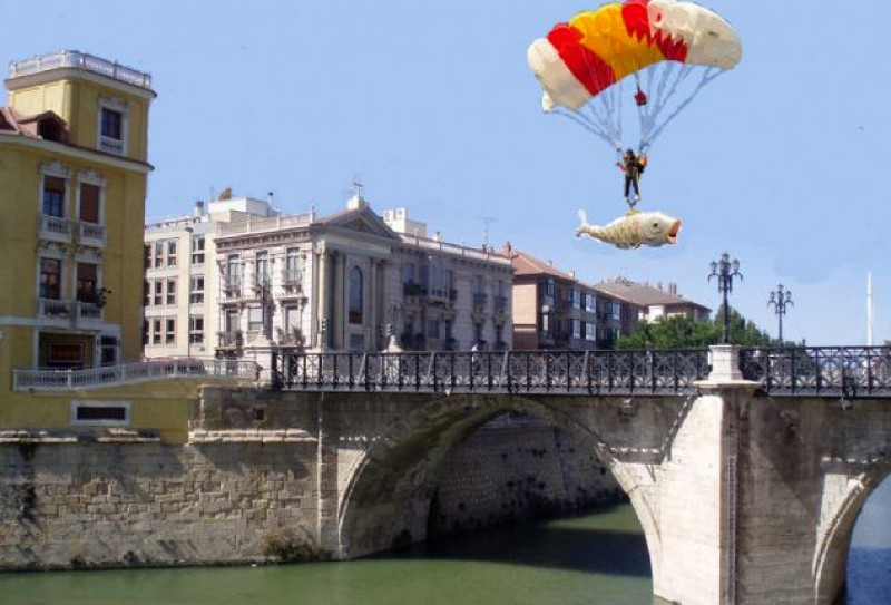 The giant sardine will arrive in Murcia by parachute this year!