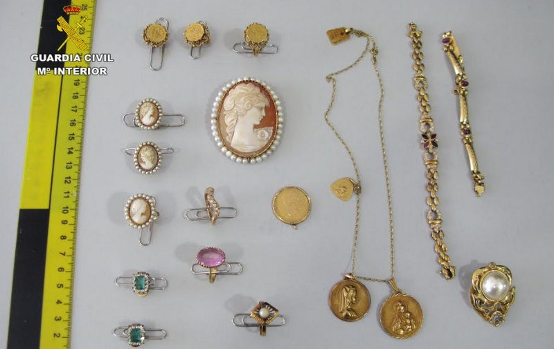 <span style='color:#780948'>ARCHIVED</span> - Home help stole jewelry worth 60,000 euros in Puerto de Mazarron