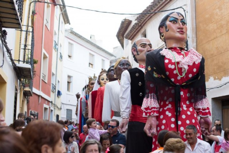 22nd April Giants take to the streets of Caravaca de la Cruz