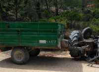 Jumilla farmer dies under overturned tractor