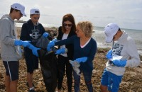 Aguilas students take part in beach clean-up